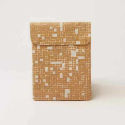 white-dots_tablet_front