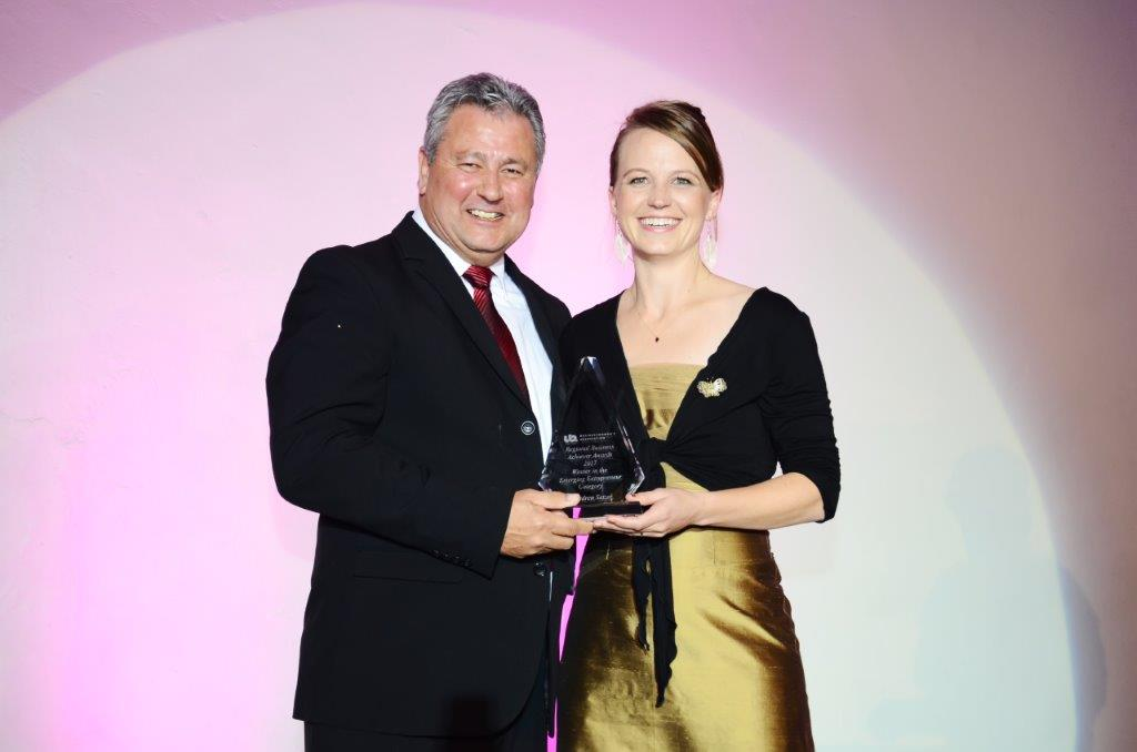 Wendren Setzer accepting the award for Regional Women's Business Entrepreneur 2017