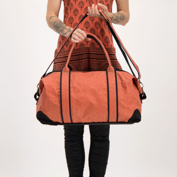 Wren TravelBag Flame held web