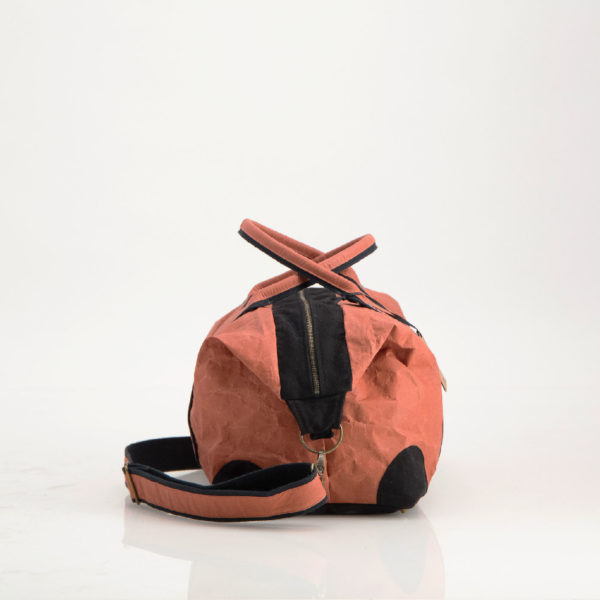 Wren TravelBag Flame side web
