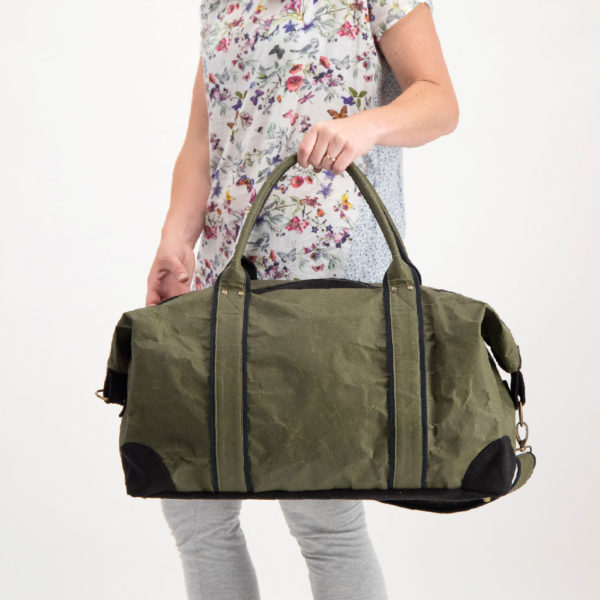 Wren TravelBag RacingGreen carried